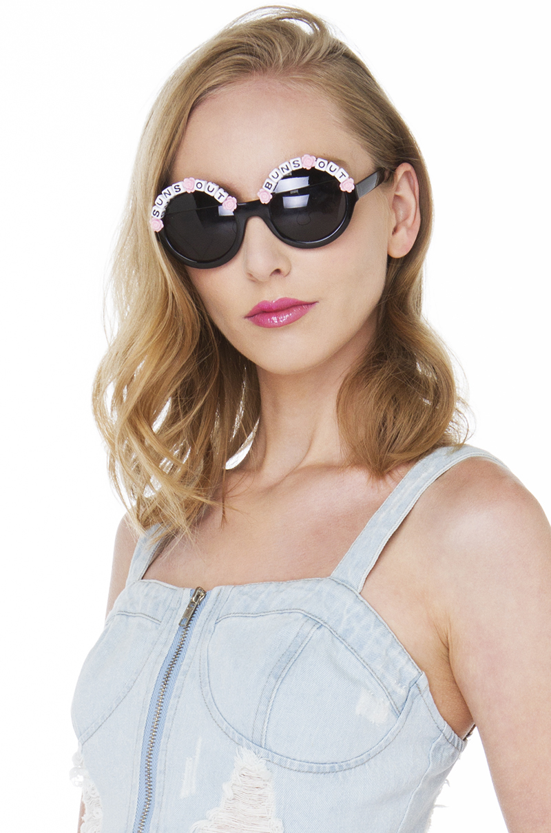 Rad & Refined Suns Out Buns Out Bead & Rose Black Pink Sunglasses