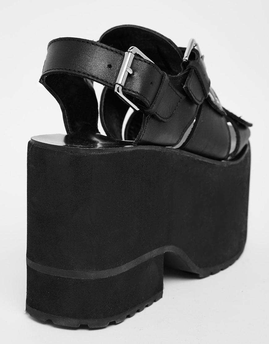 59cbd541635 UNIF Black Bound Platform Sandals