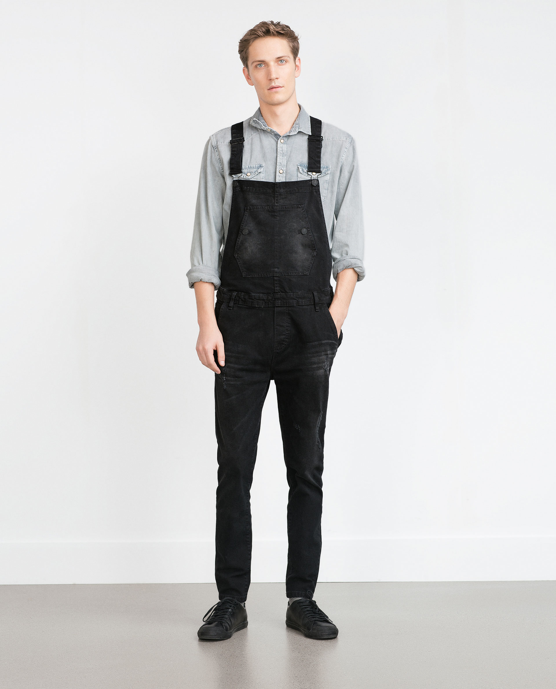 Smarten up your denim collection with these biker panel dungarees. Style it with a striped t-shirt and trainers for a perfect casual look. To get expected delivery date, please enter pin code in delivery information section.
