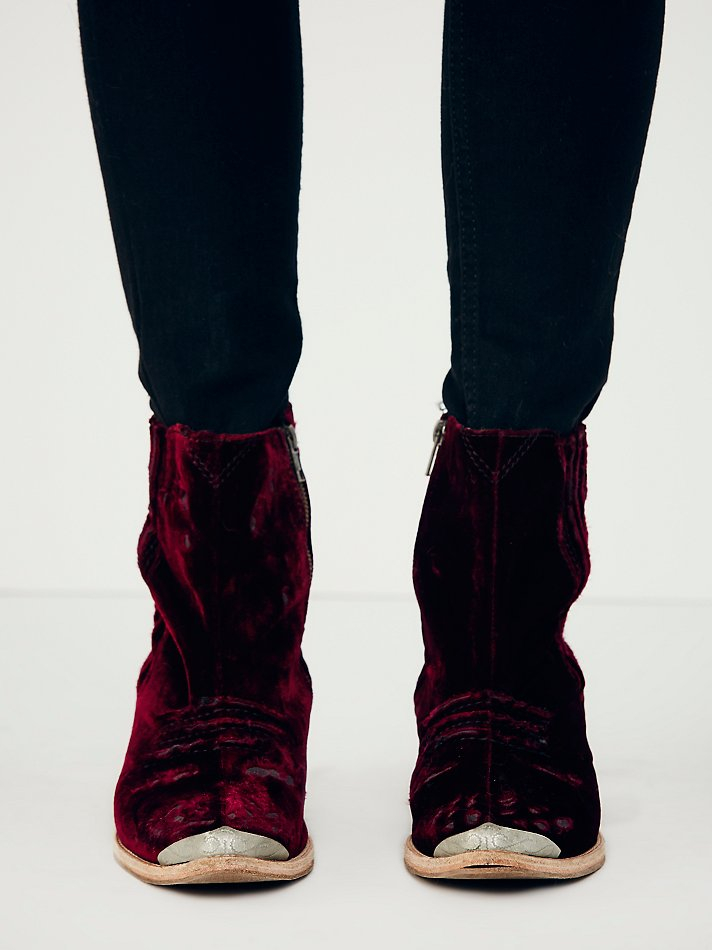 Free People Womens Barbary Boot in Berry (Purple)