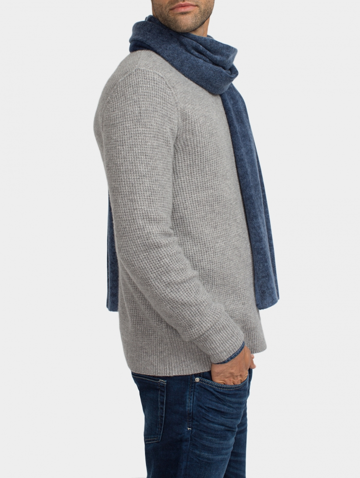 how to wear cashmere scarf men