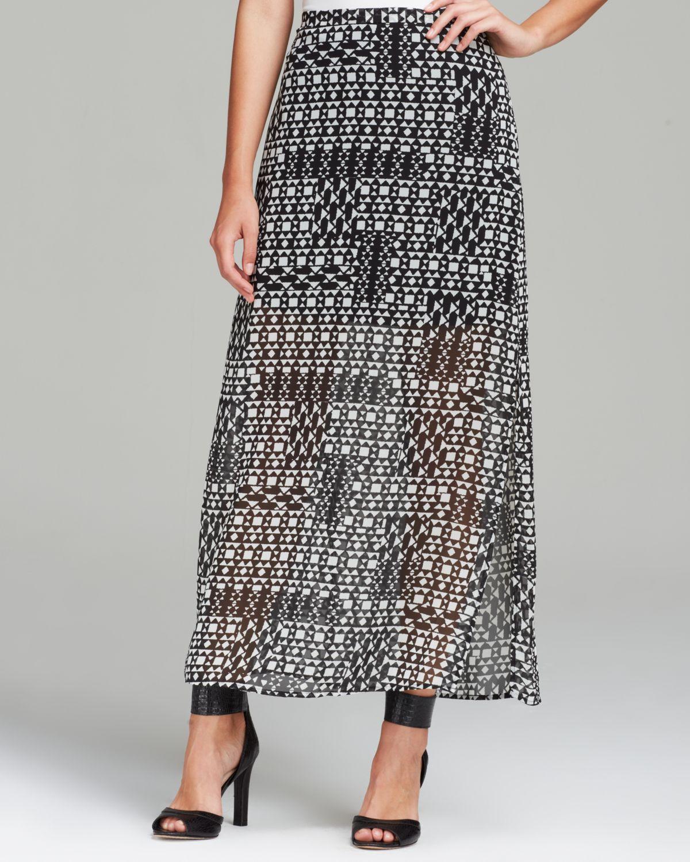 vince camuto geometric print maxi skirt in black rich