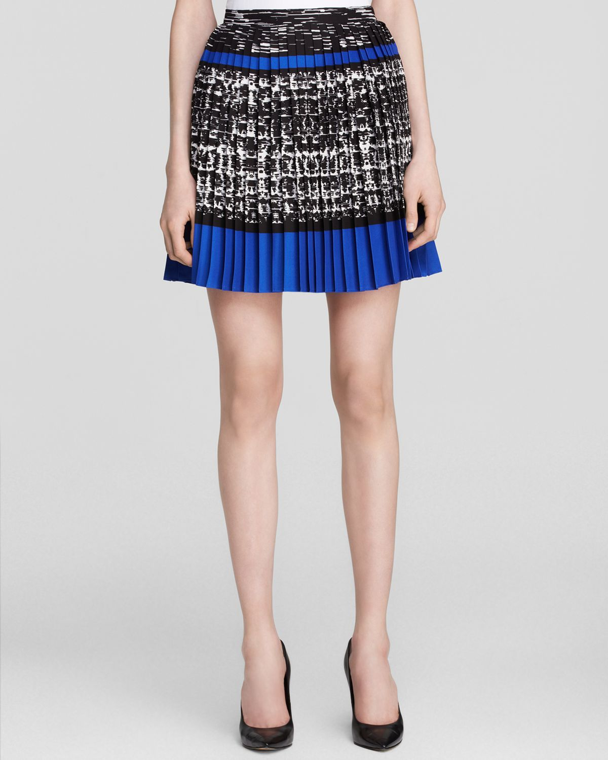 vince camuto pleated print skirt in blue azure sky lyst