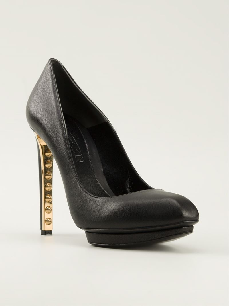 Lyst Alexander Mcqueen Studded Pumps In Black