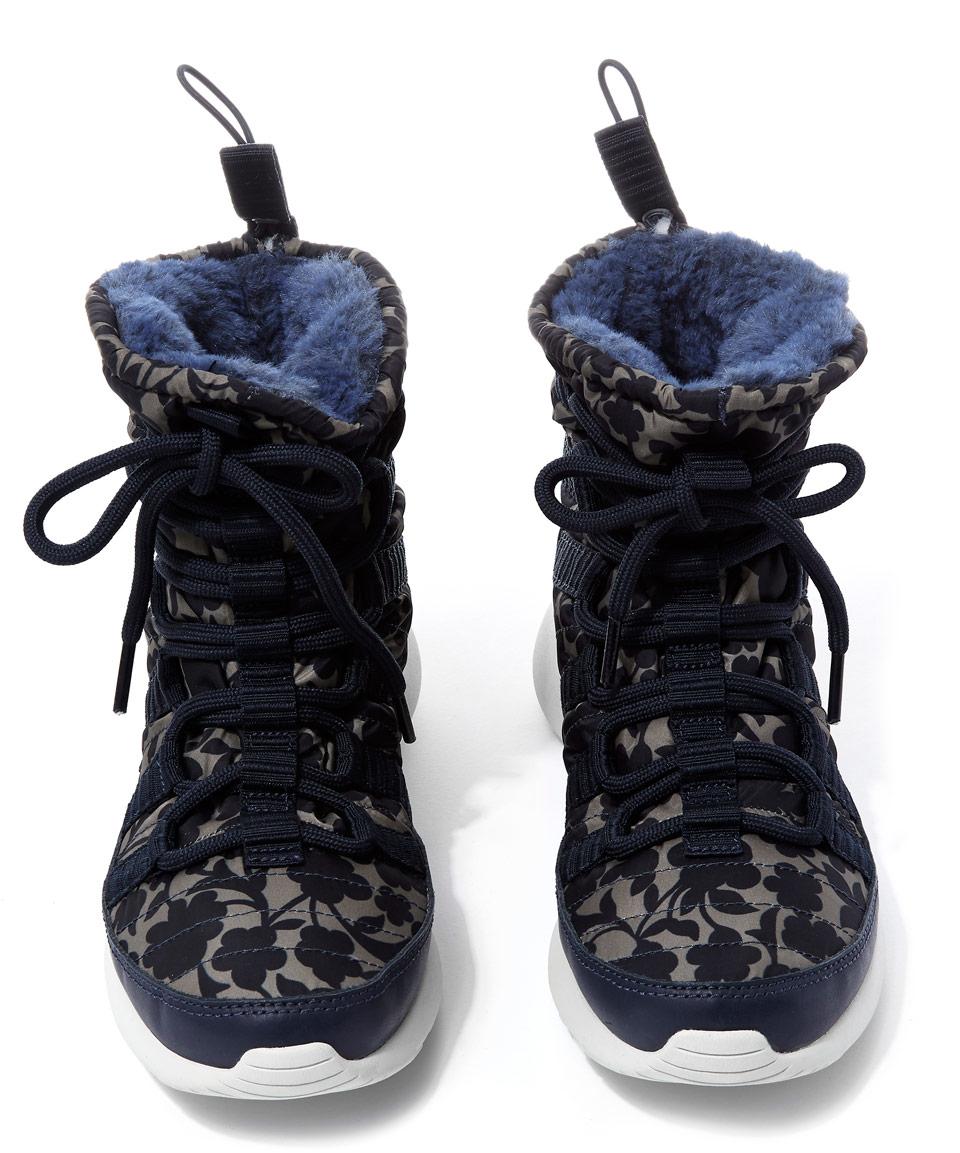 c6f4d23821bb Lyst - Nike Obsidian Cameo Print Roshe One Hi-top Trainers in Blue