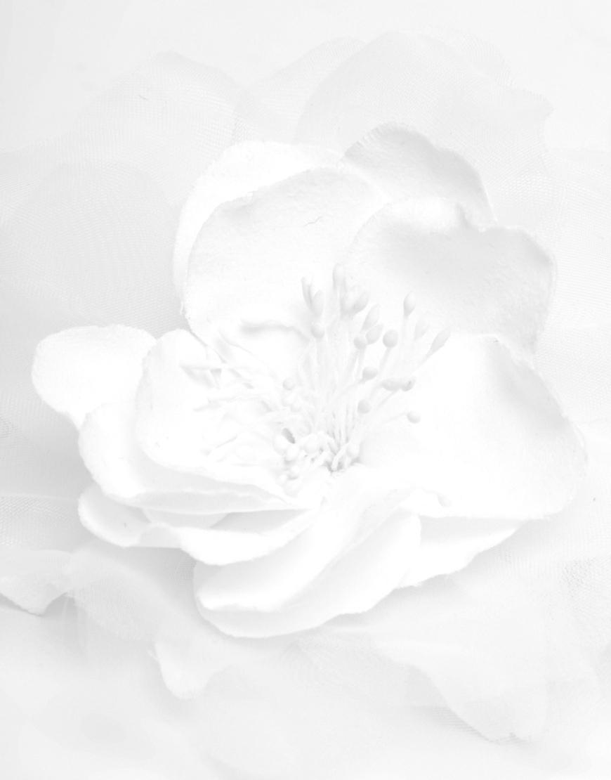 Lyst Asos Vintage Flower Hair Clip In White