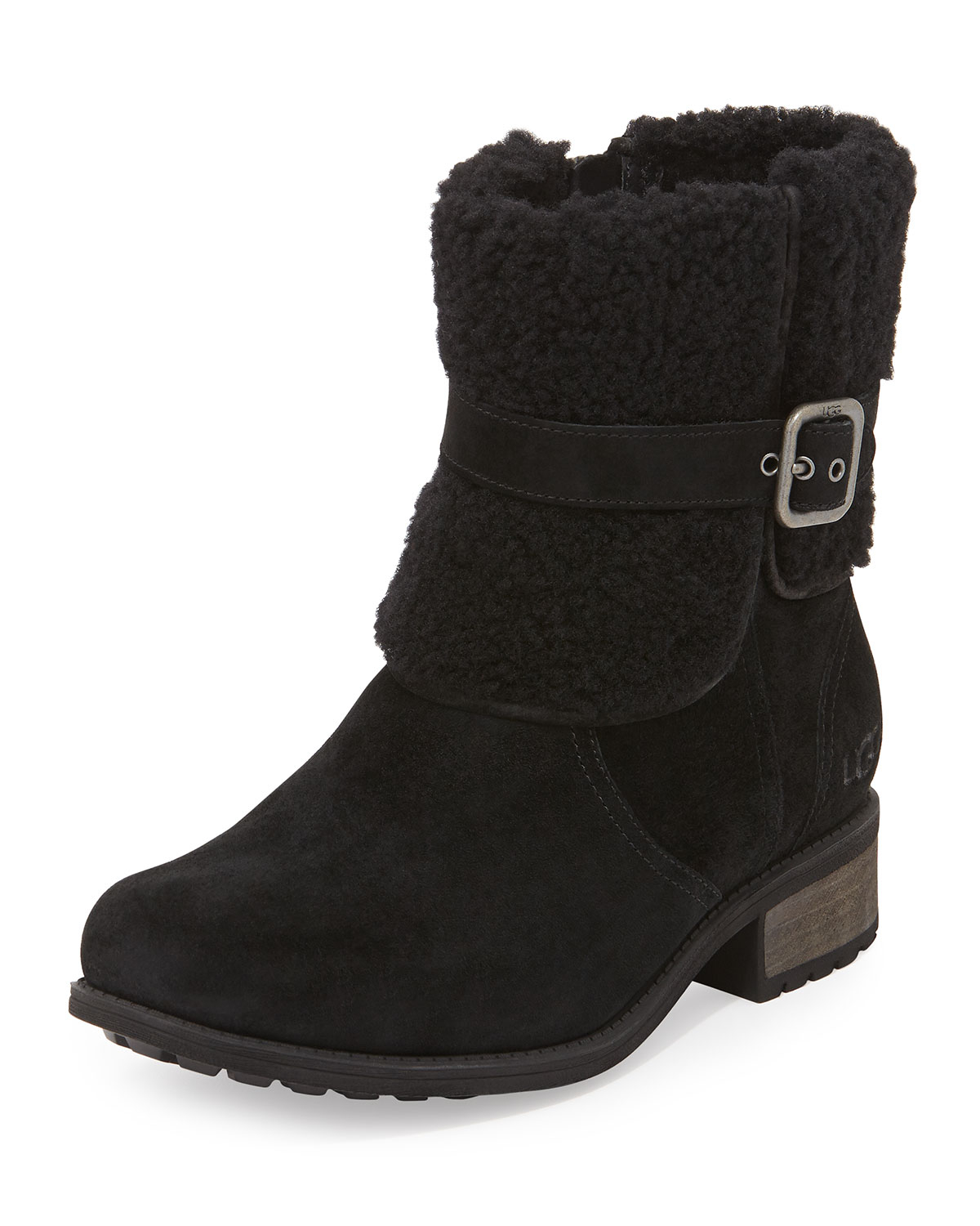 When UGG boots come out for winter, it seems that you're the only one without them because they're made out of animals. But you don't have to be! There are vegan alternative to UGG boots available at a fraction of the cost, minus the cruelty! You can even achieve a similar look or style if you wish.