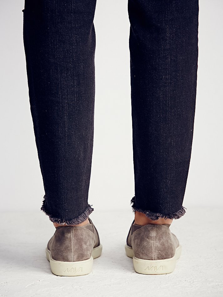 Free People Suede Naya Womens Yvonne Slip-on Sneaker in Taupe Suede (Brown)