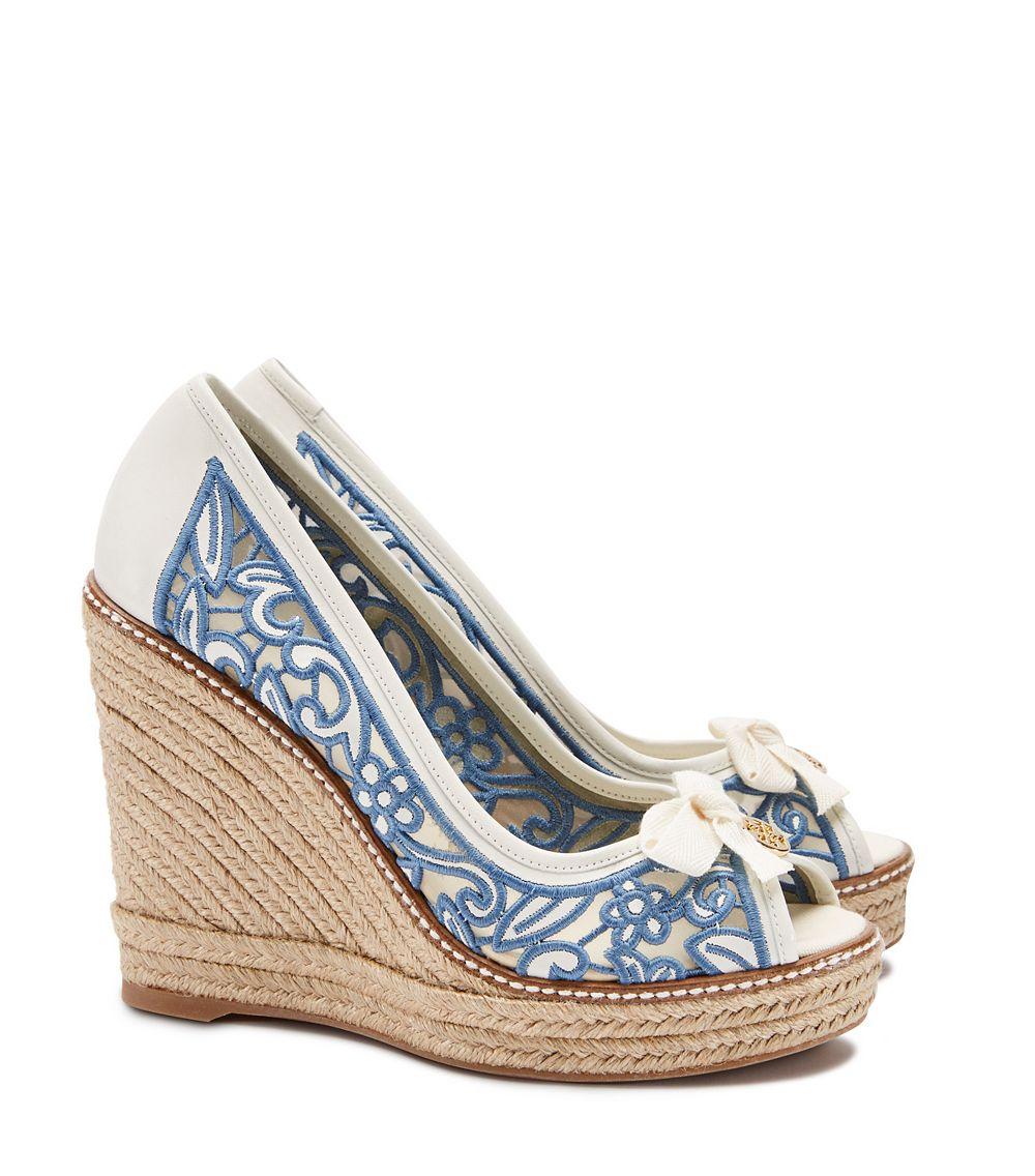 54de6097a0e2 Tory Burch Lucia Lace Peep-Toe Wedge Espadrille in White - Lyst