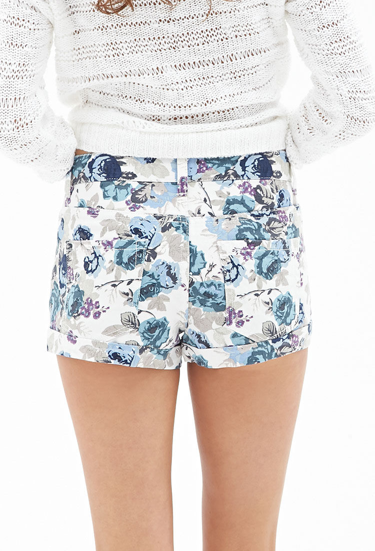 Rosy Cheeks Denim Shorts cuz you got 'em blushin' over ya. These denim shorts have front N' back pockets, a raw cut bottom hem and flowers all over.