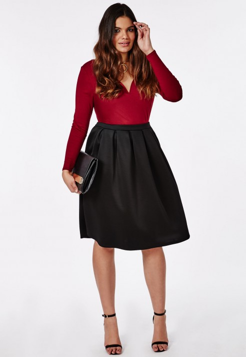 For example, you can still wear your plus size summer dresses on fall if you complement it with a nice blazer and black tights. They are some styles that work great with a curvy figure, because they help to highlight your assets and make less notorious the parts that you want to dissimulate.