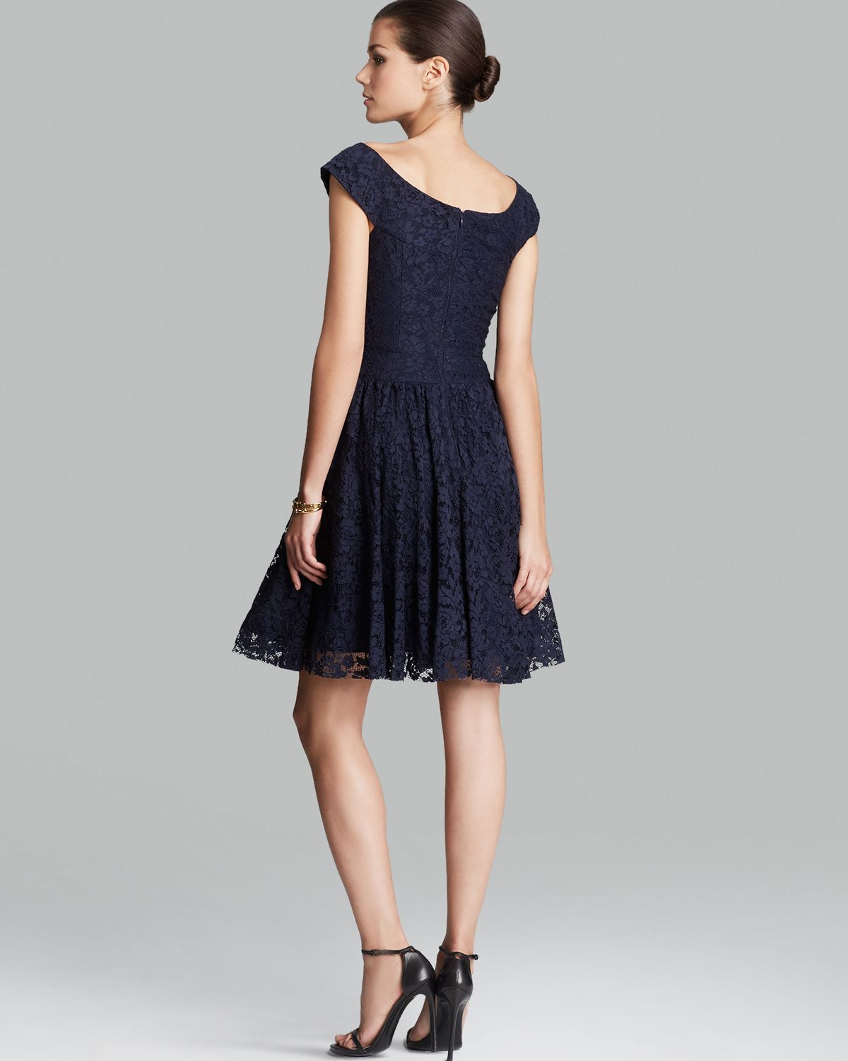 Vera Wang Dress Cap Sleeve Lace In Blue Lyst
