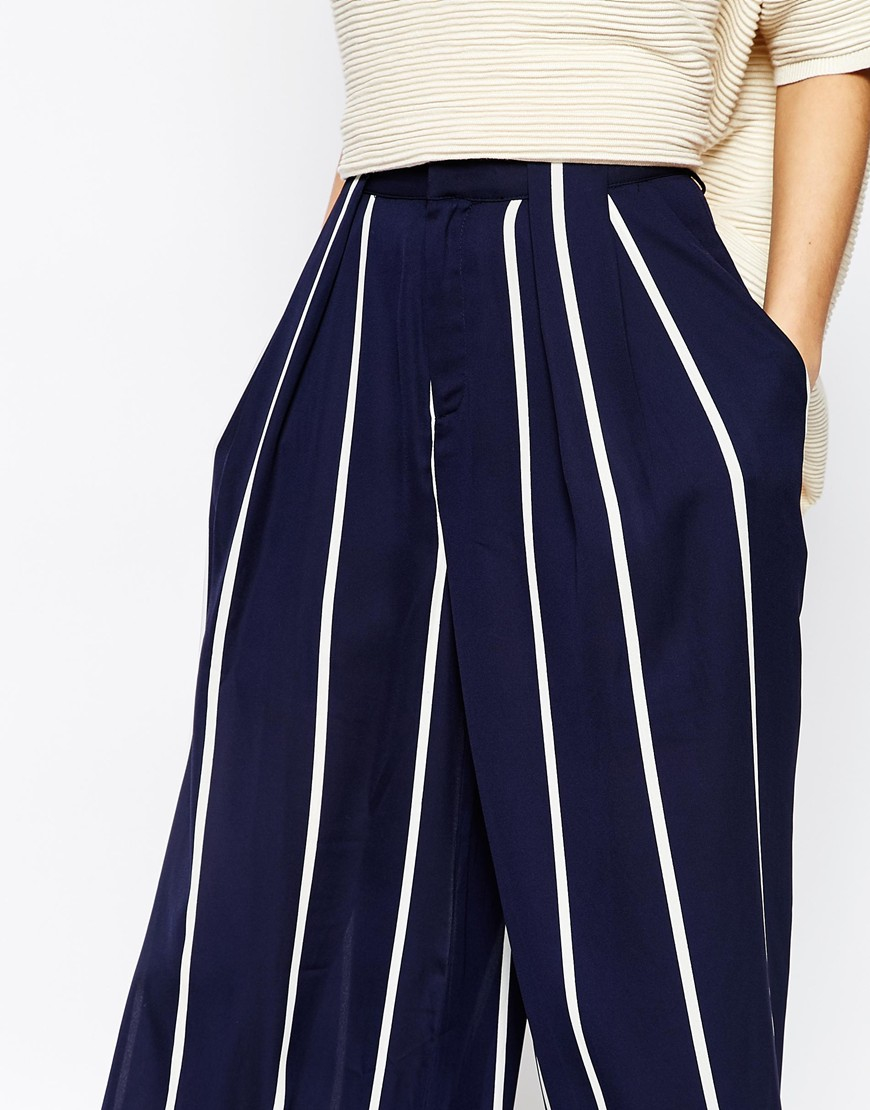 Take your seaside style to new heights with the Faithfull the Brand Tomas Blue and White Striped Culottes! Breezy blue and white striped linen fabric falls from a high, fitted waist (with darting) into lightly flared culottes with side seam pockets.5/5(2).