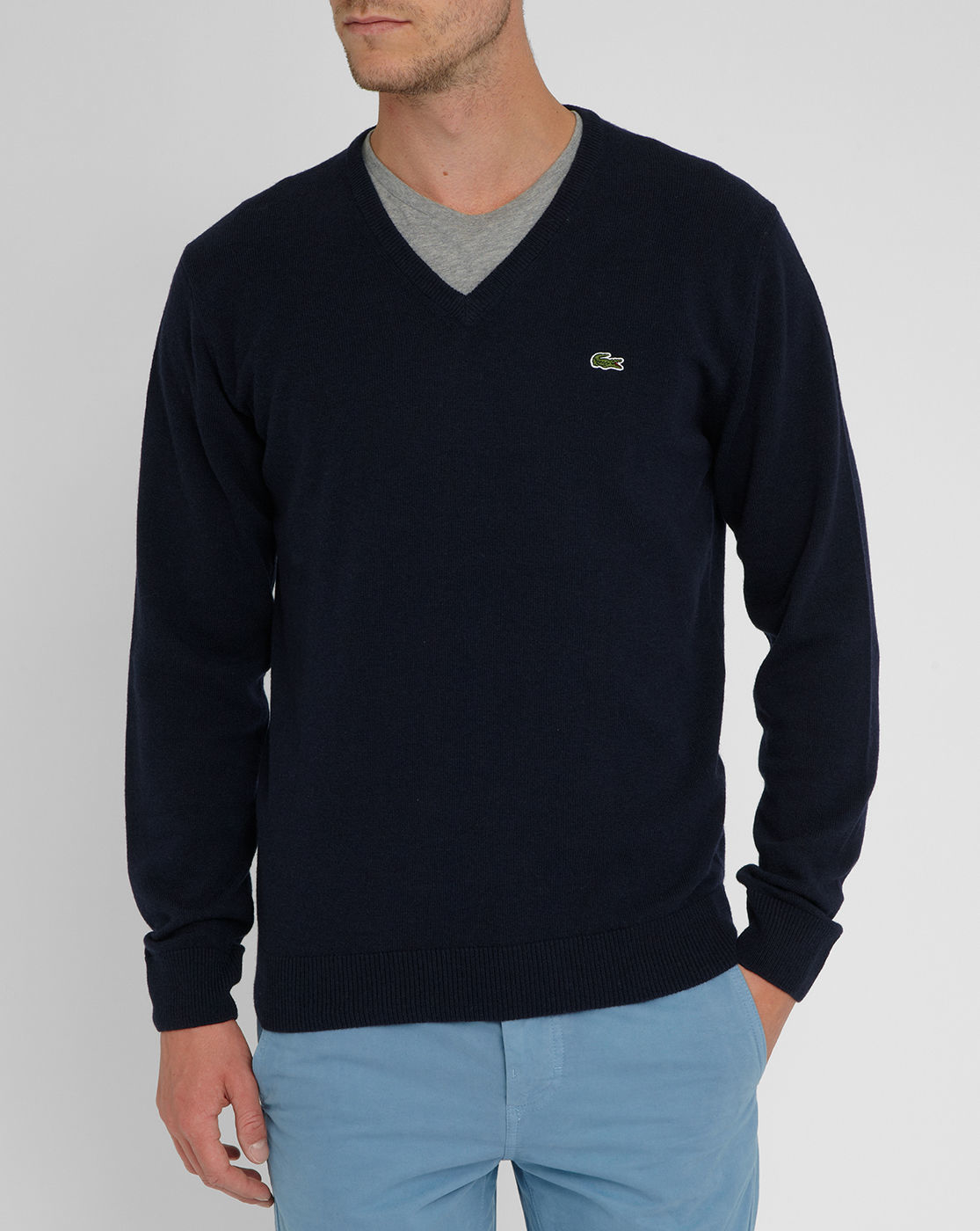 Our versatile range of mens jumpers and sweaters gives you a great choice of styles, fabrics and colours. From heavy‑duty pure wool knits to see you through cold winter days, to lightweight and breathable linen and silk blends for warm weather, rely on our jumpers and sweaters all year round.