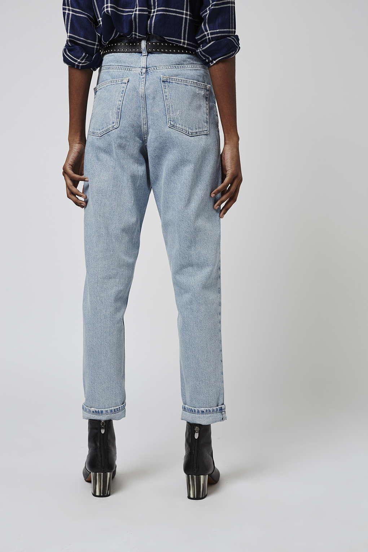 topshop moto bleach mom jeans in blue bleach lyst. Black Bedroom Furniture Sets. Home Design Ideas