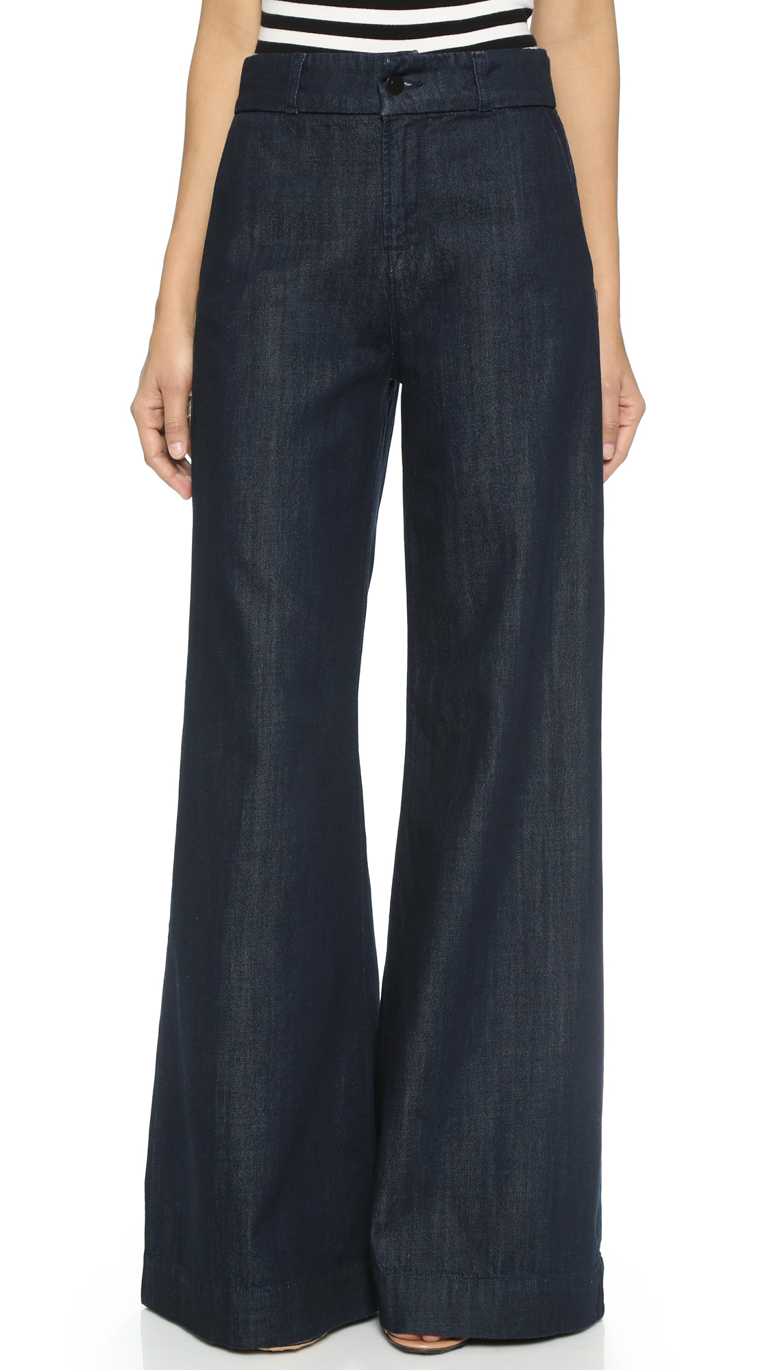 Shop for wide-leg jeans if it's a comfortable, modern look that is appealing. This type of pant is on trend, flattering most body types with a higher waist and wide, flowing leg. This type of pant is on trend, flattering most body types with a higher waist and wide, flowing leg.
