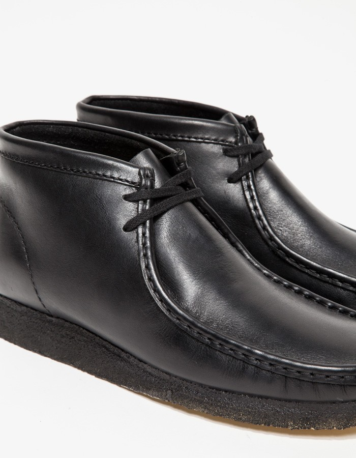 4b547c44875 Clarks Wallabee Boot in Black Leather for men
