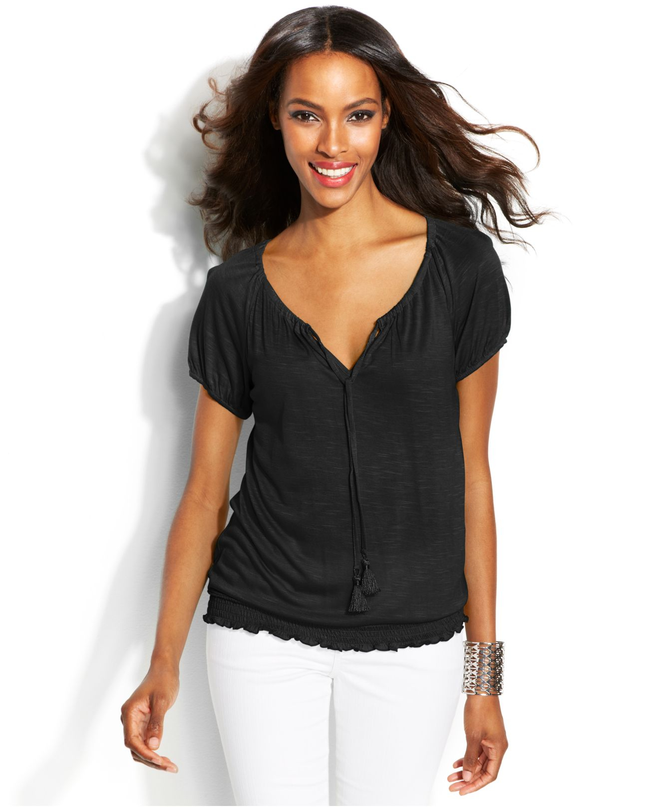 Short Sleeve Tees & Polos Tees & Henleys Little Black Dresses Find women's tops for every occasion at Express, including sweaters, tees & dressy tops that are perfect for a day in the office or a girl's night on the town. On the weekend, stay comfy with hoodies, sweatshirts and casual tops.
