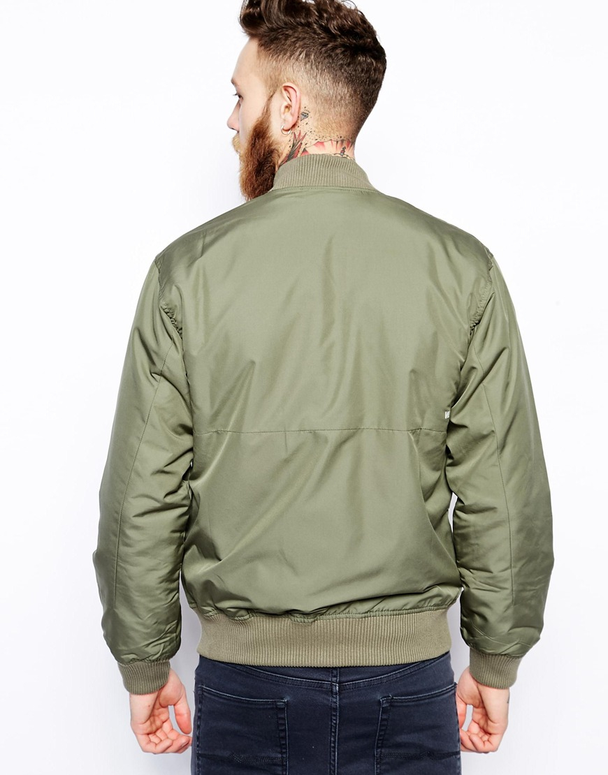 Green Bomber Jacket Make your bomber stand out in the right way by pairing it with a monochrome or neutral palette. The great thing about this piece is that the most basic outfits can be layered underneath and your look is instantly improved, without having to add the bulk of a coat or jumper.