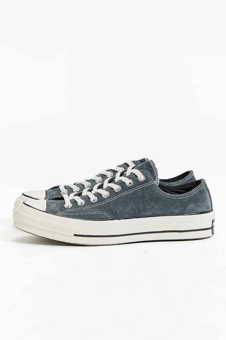 98788f0bb38a Gallery. Previously sold at  Urban Outfitters · Women s Converse Chuck  Taylor ...