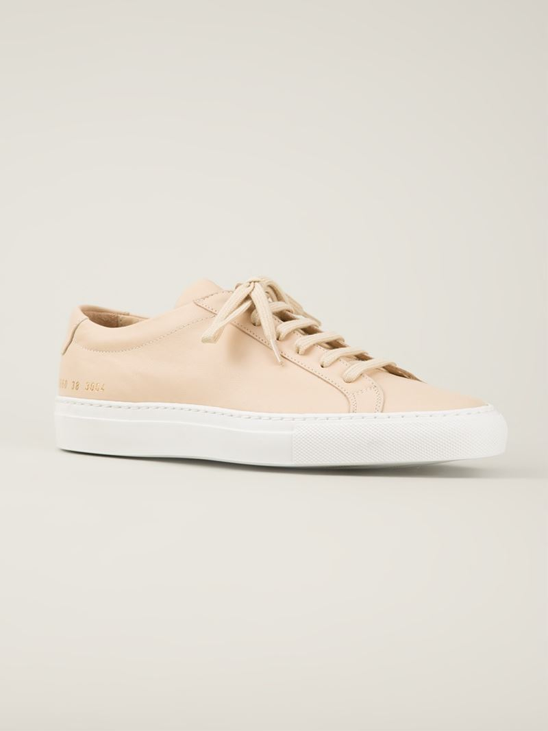 4b5c0f585e7fe Lyst - Common Projects Lace-Up Low Sneakers in Natural