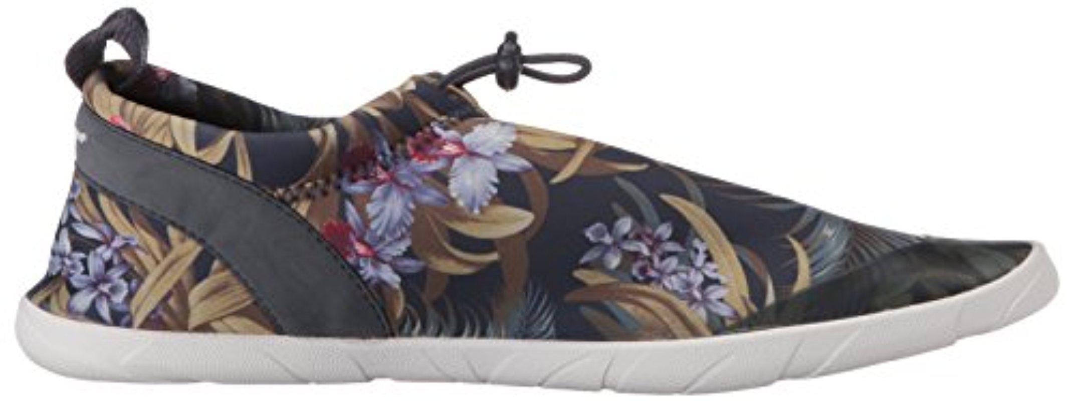 Tommy Bahama Komomo Island Water Shoe