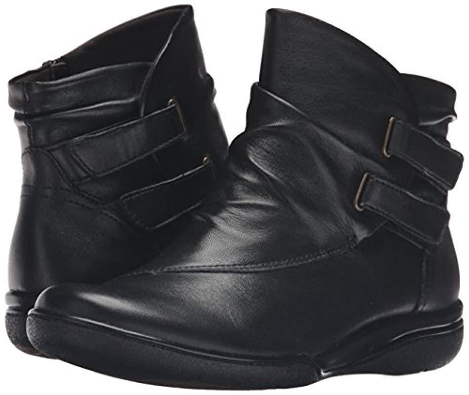 Clarks Denim Kearns Garden Boot in Black Leather (Black)