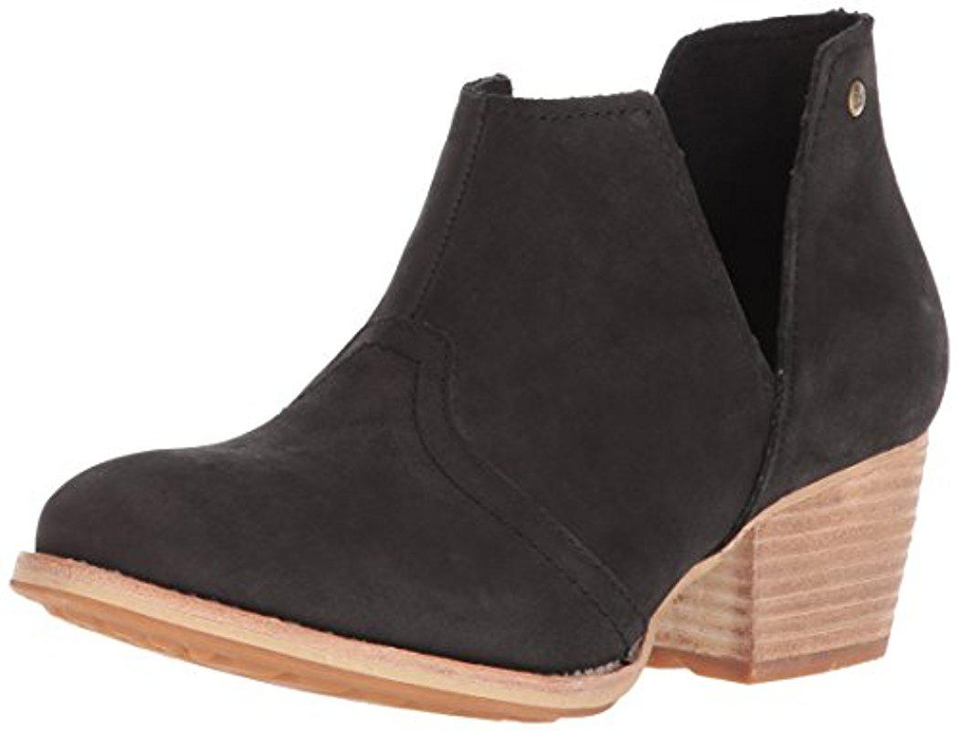 Women's Charade Pull Bootoe With V Shape Cutout Ankle Boot