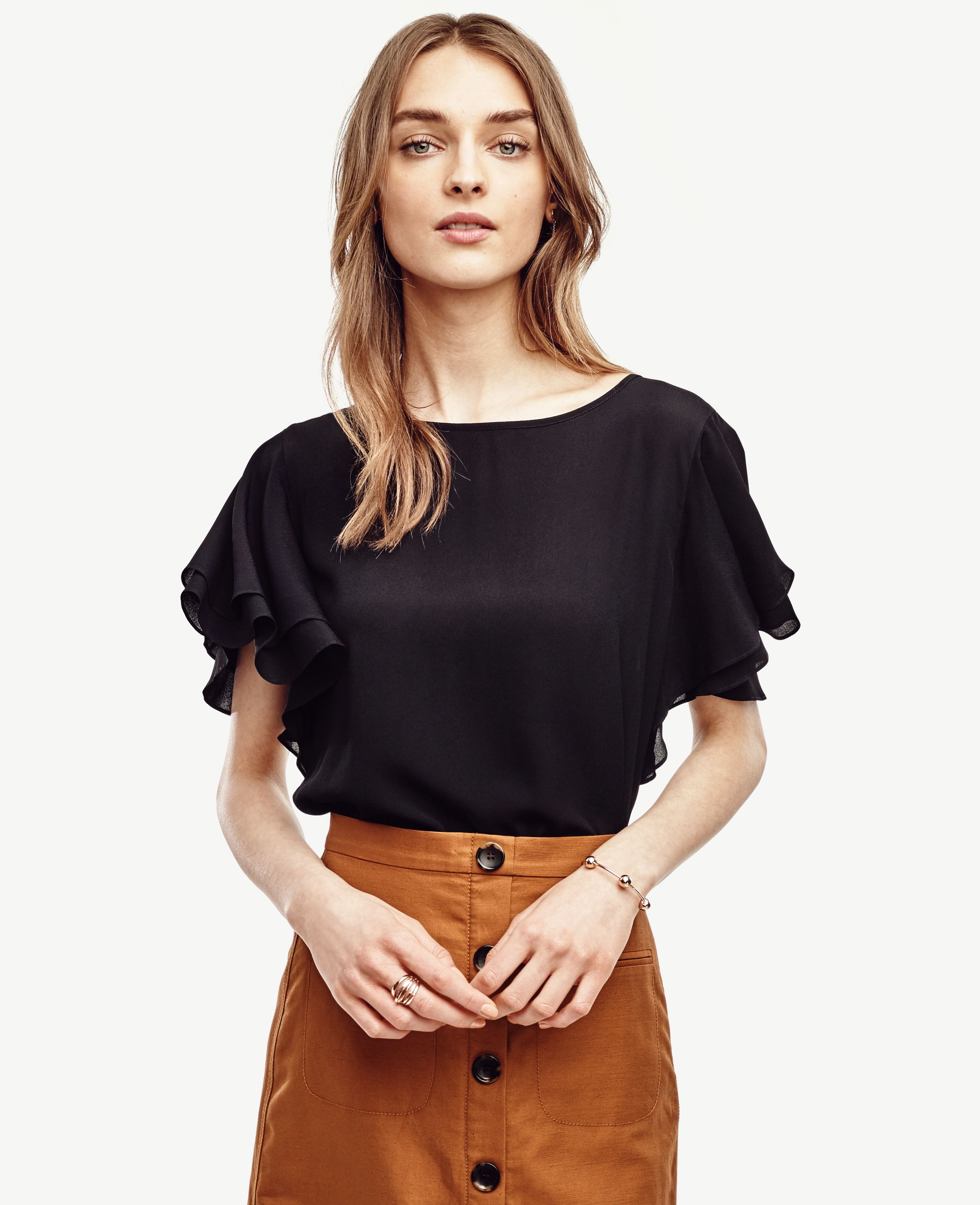 Really, Rachel knows what she likes, and that's pencil skirts and pretty blouses. This time, she pairs them with nude pumps and a super-versatile leather tote.