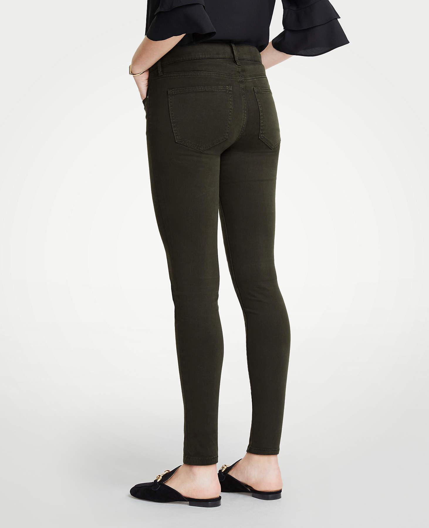 Ann Taylor Denim Petite Curvy Performance Stretch Skinny Jeans In Sateen in Black