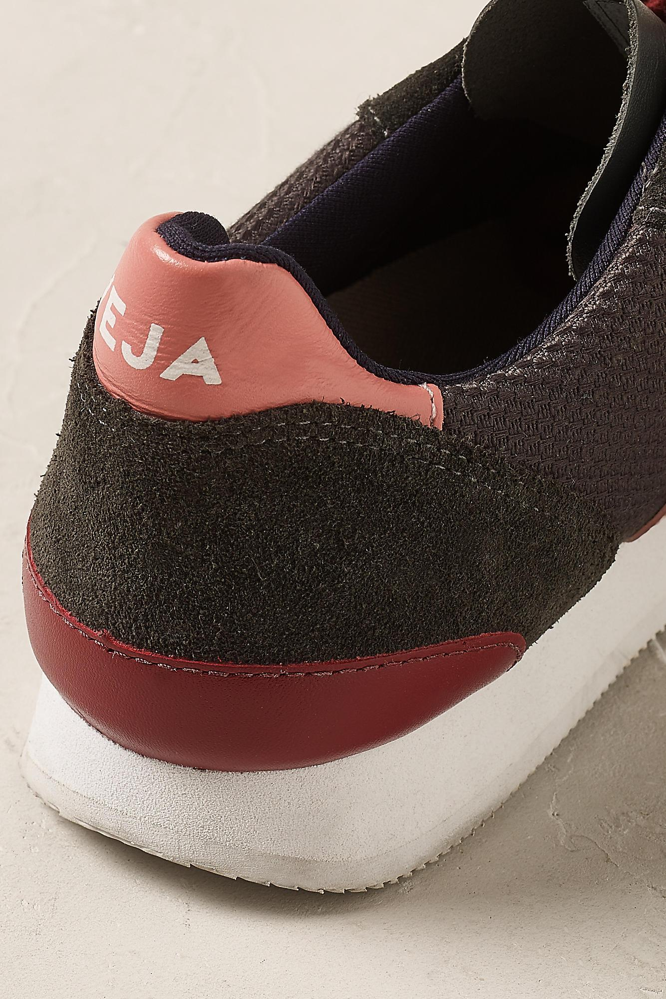 Veja Leather Holiday Trainers in Dark Grey (Grey)