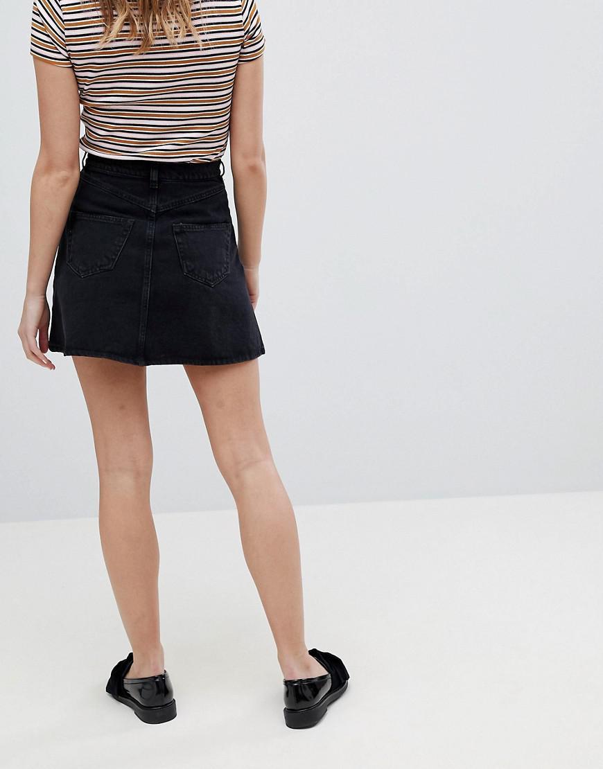 5d181a1fe6c992 Jupe en jean boutonne Monki en coloris Black