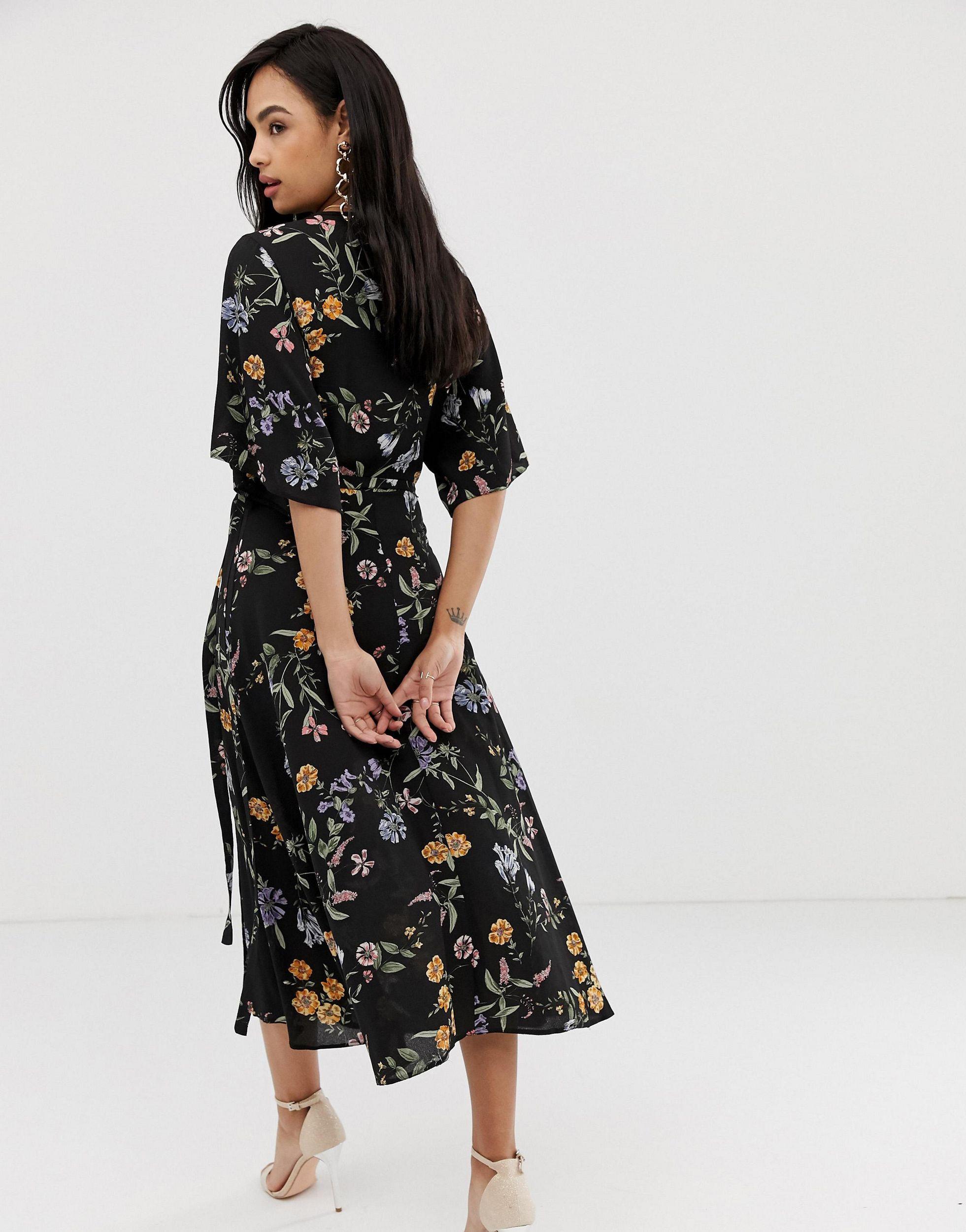 Vestido midi con mangas en cascada y diseño floral Liquorish de Tejido sintético de color Negro