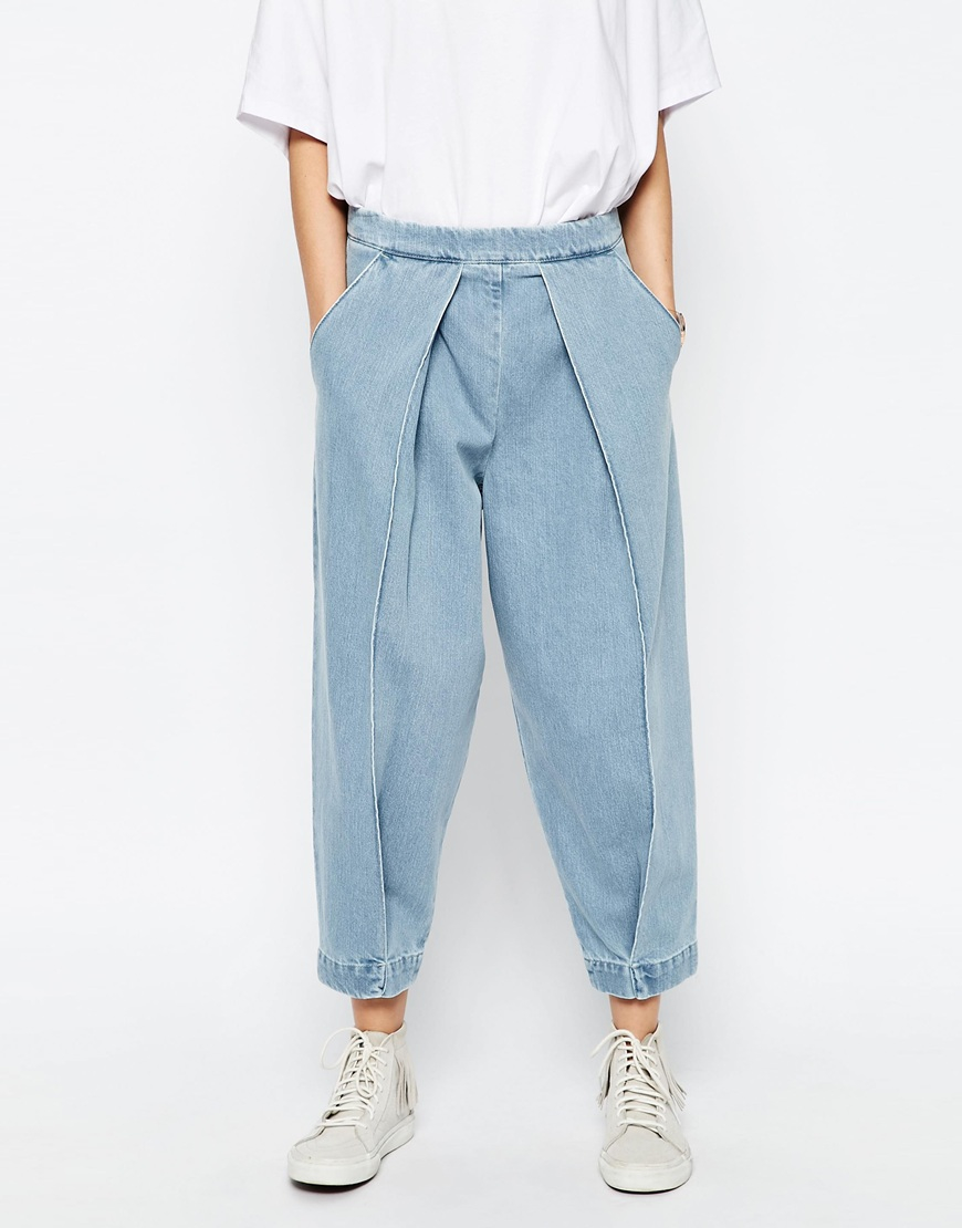 asos mom jeans with front pleat detail blue in blue lyst. Black Bedroom Furniture Sets. Home Design Ideas