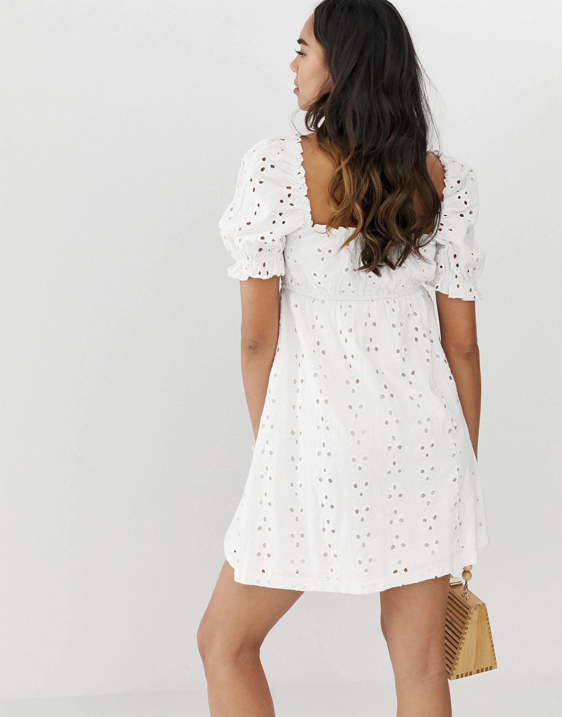 ASOS DESIGN Maternity - Robe courte en broderie anglaise Jean ASOS en coloris Blanc