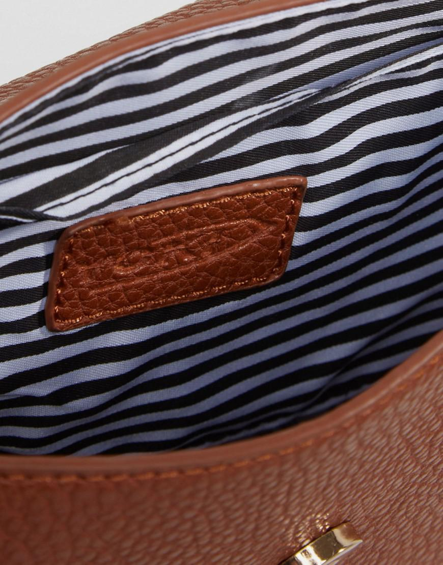 Yoki Fashion Yoki Crossbody Bag With Hardware Detail