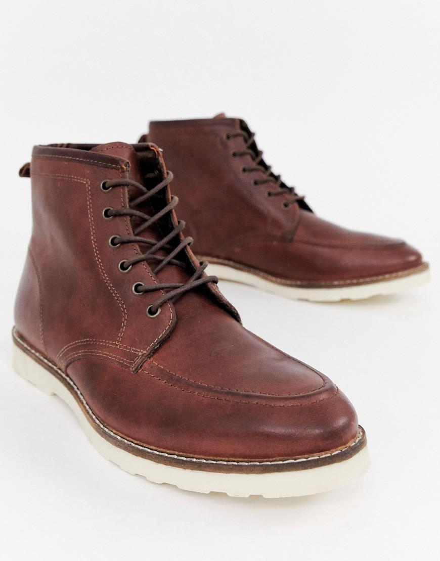 9058398500a Men's Wide Fit Lace Up Boots In Brown Leather With White Sole