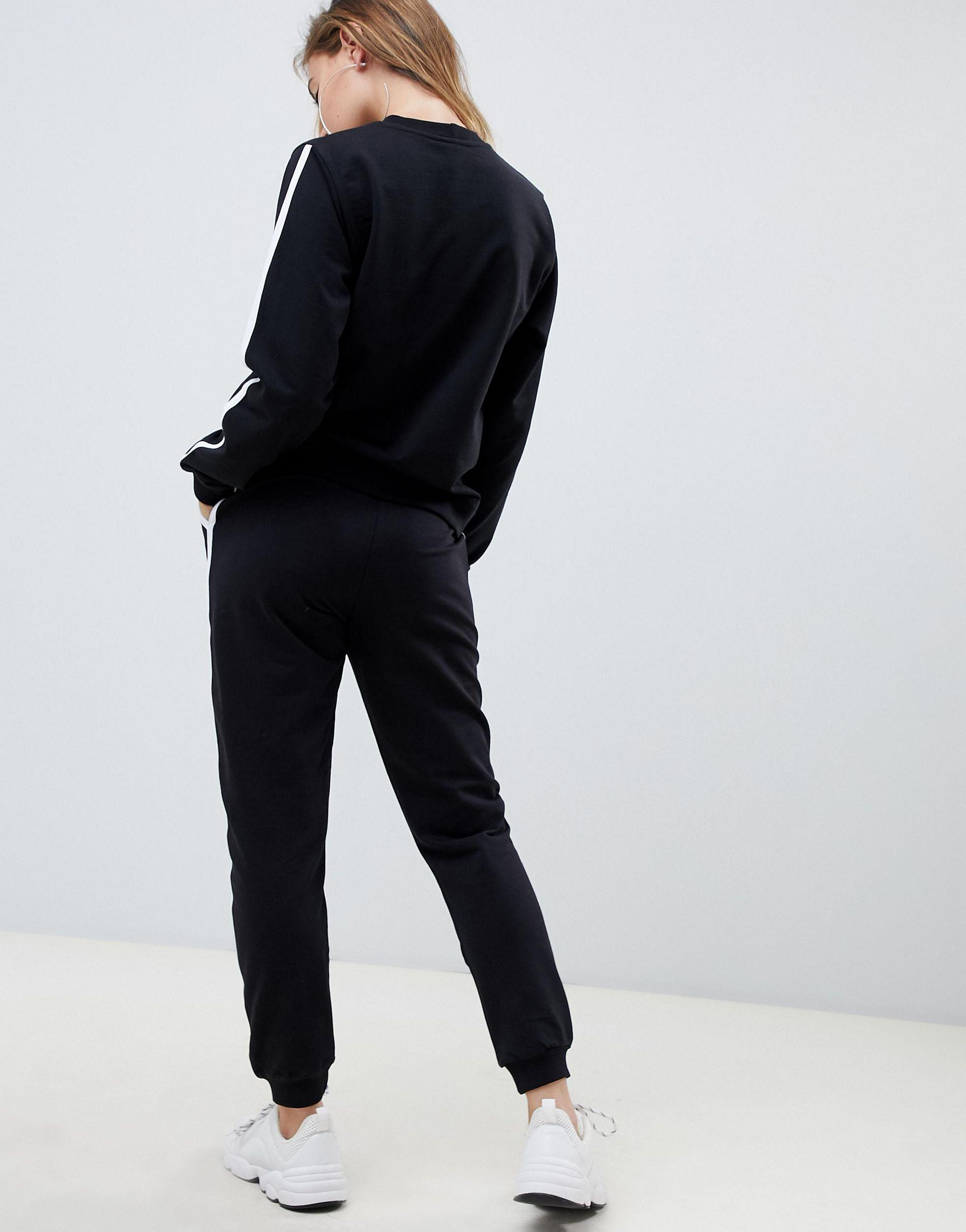 ASOS DESIGN Petite - Survêtement à bandes contrastantes avec sweat-shirt et jogger basique noué Jean ASOS en coloris Noir