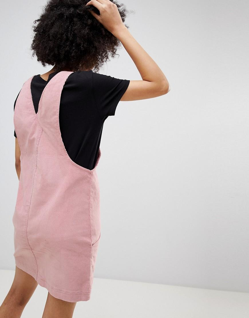 82e9f26f1c1061 Robe salopette en velours ctel Bershka en coloris Pink