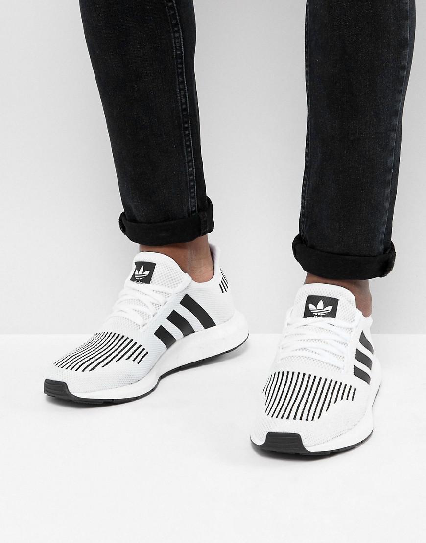 Swift Run Sneakers In Gray Cq2116