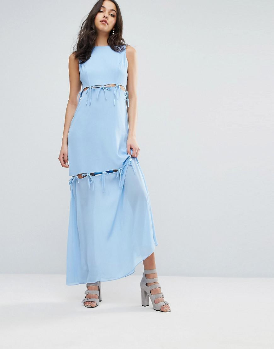 Tying up a maxi dress
