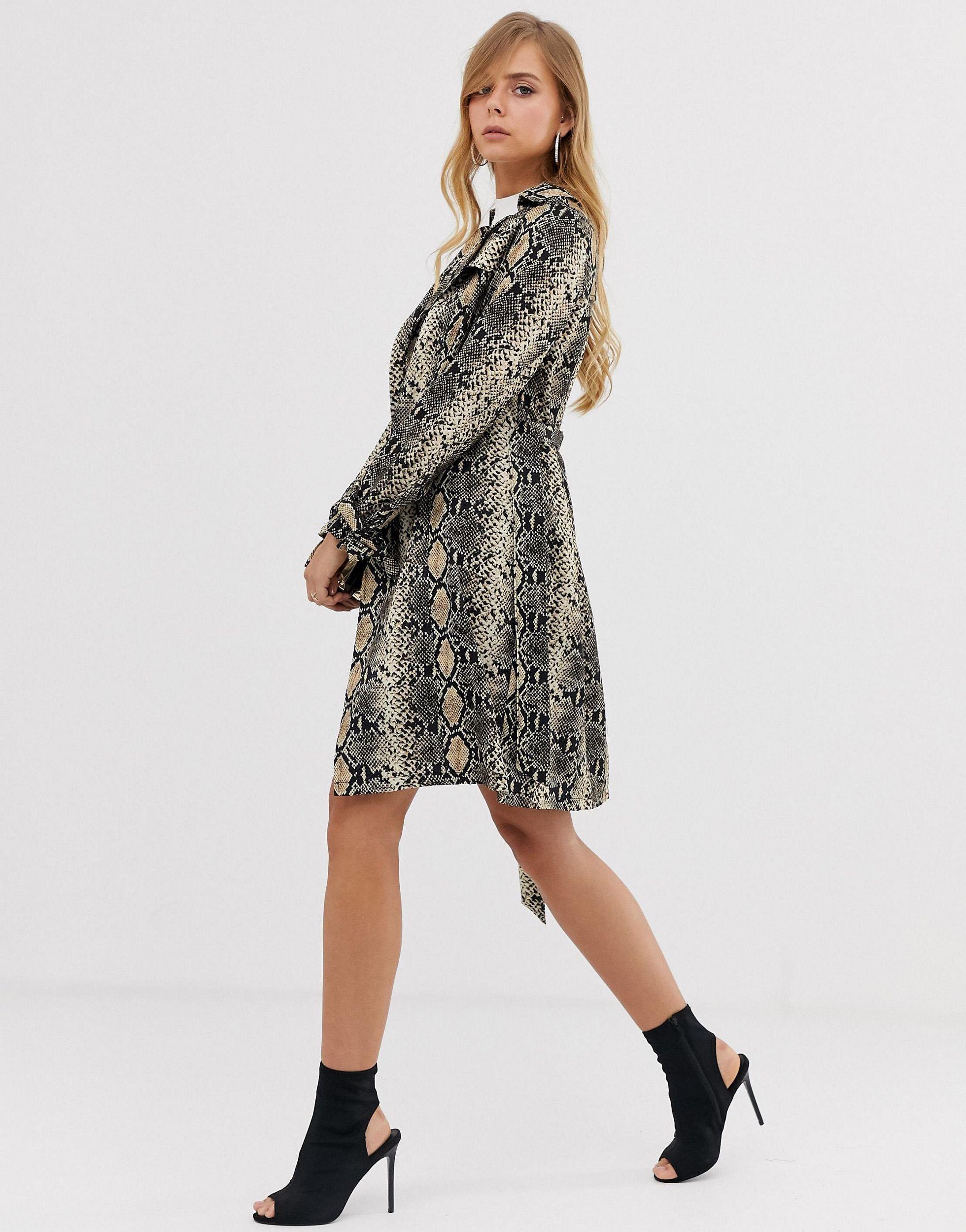 Trench-coat mi-long à motif peau Jean Boohoo en coloris Noir