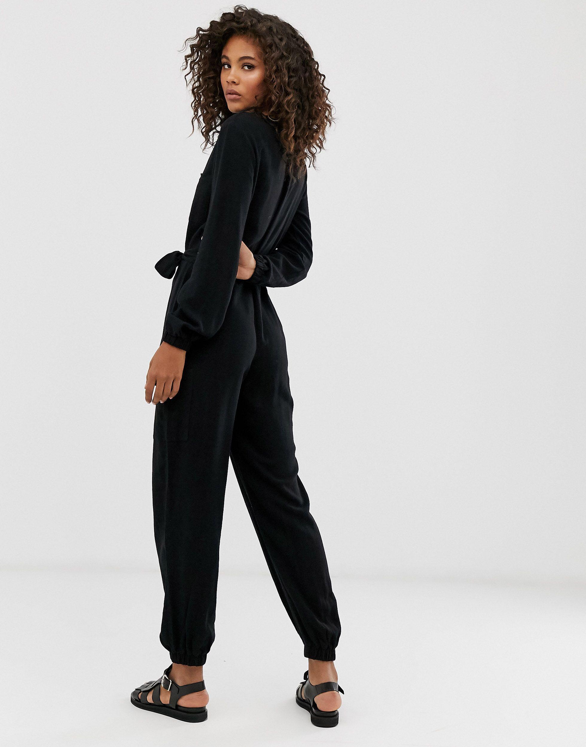Mono estilo worker con bolsillos y cintura anudada con cremallera en la parte delantera ASOS de Lino de color Negro