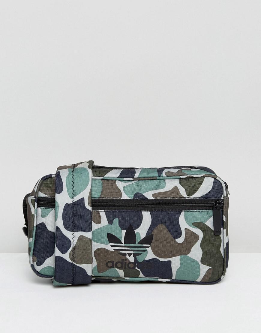 068371c5fb Lyst - Sac bandoulière à imprimé camouflage adidas Originals en ...