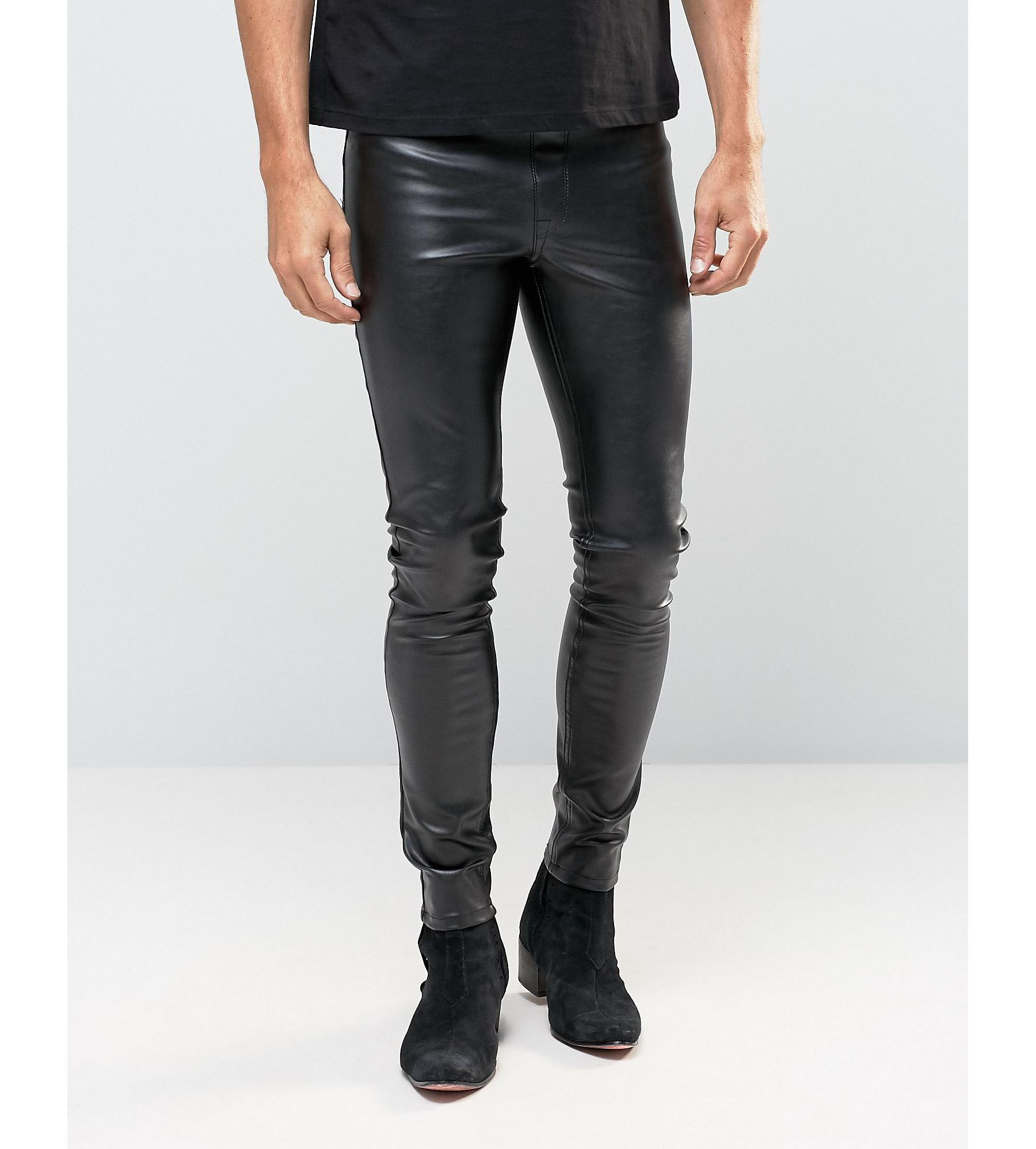 Priced at £25, sTitch meggings are inspired by celebrities like Russel Brand and Justin Bieber, who both favour leggings for casual daytime wear. They are the brainchild of three men from London.