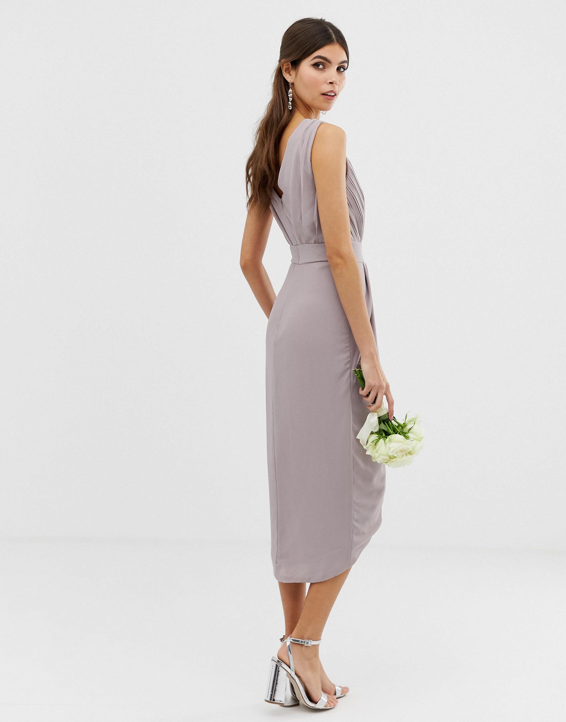 Tfnc London Exklusives Mittellanges Brautjungfernkleid Mit Wickeldesign Und Verzierter Schulterpartie In Grau Lyst