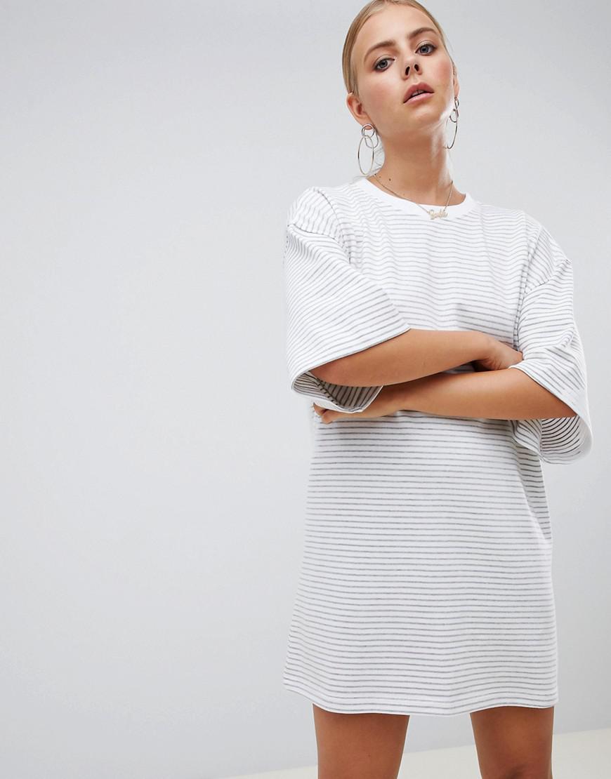 f48192a98d7 Lyst - Robe t-shirt rayures Missguided en coloris Gris