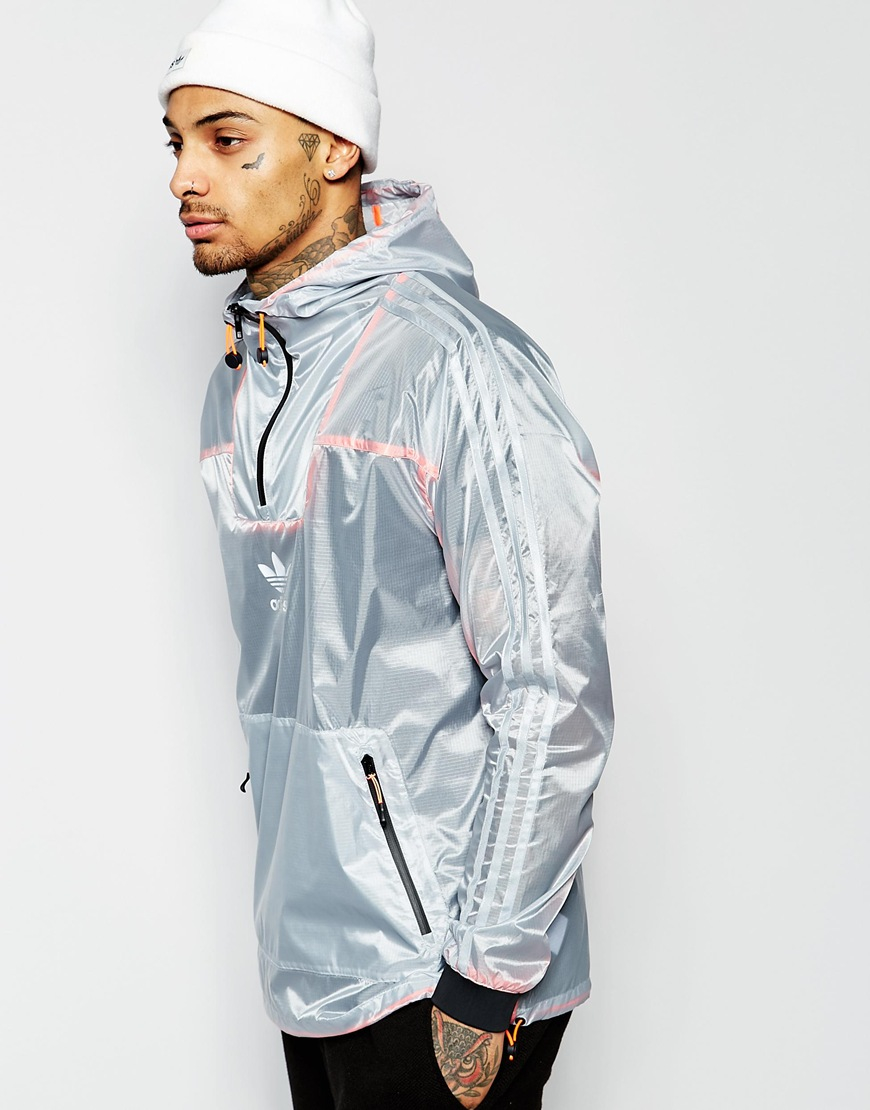 lyst adidas originali antivento giacca aj7852 in grigio per gli uomini.