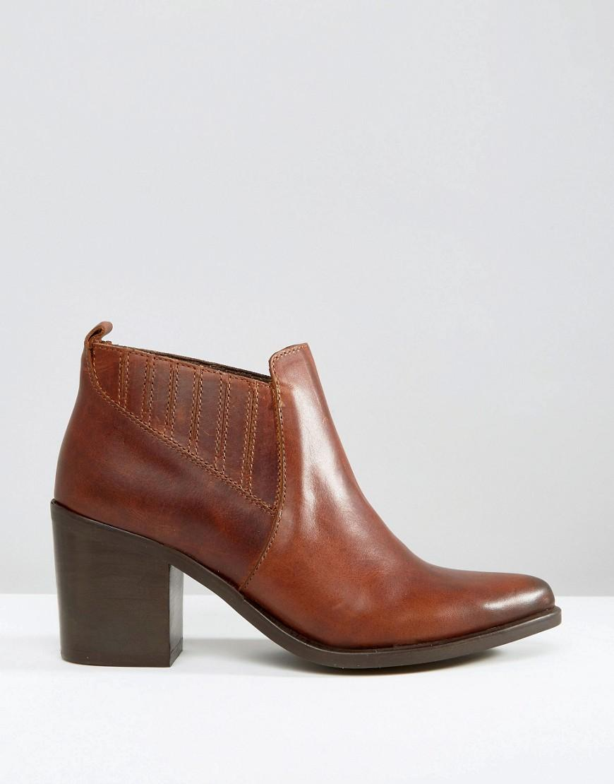 Steve Madden Pauze Leather Western Heeled Ankle Boots in Tan (Brown)