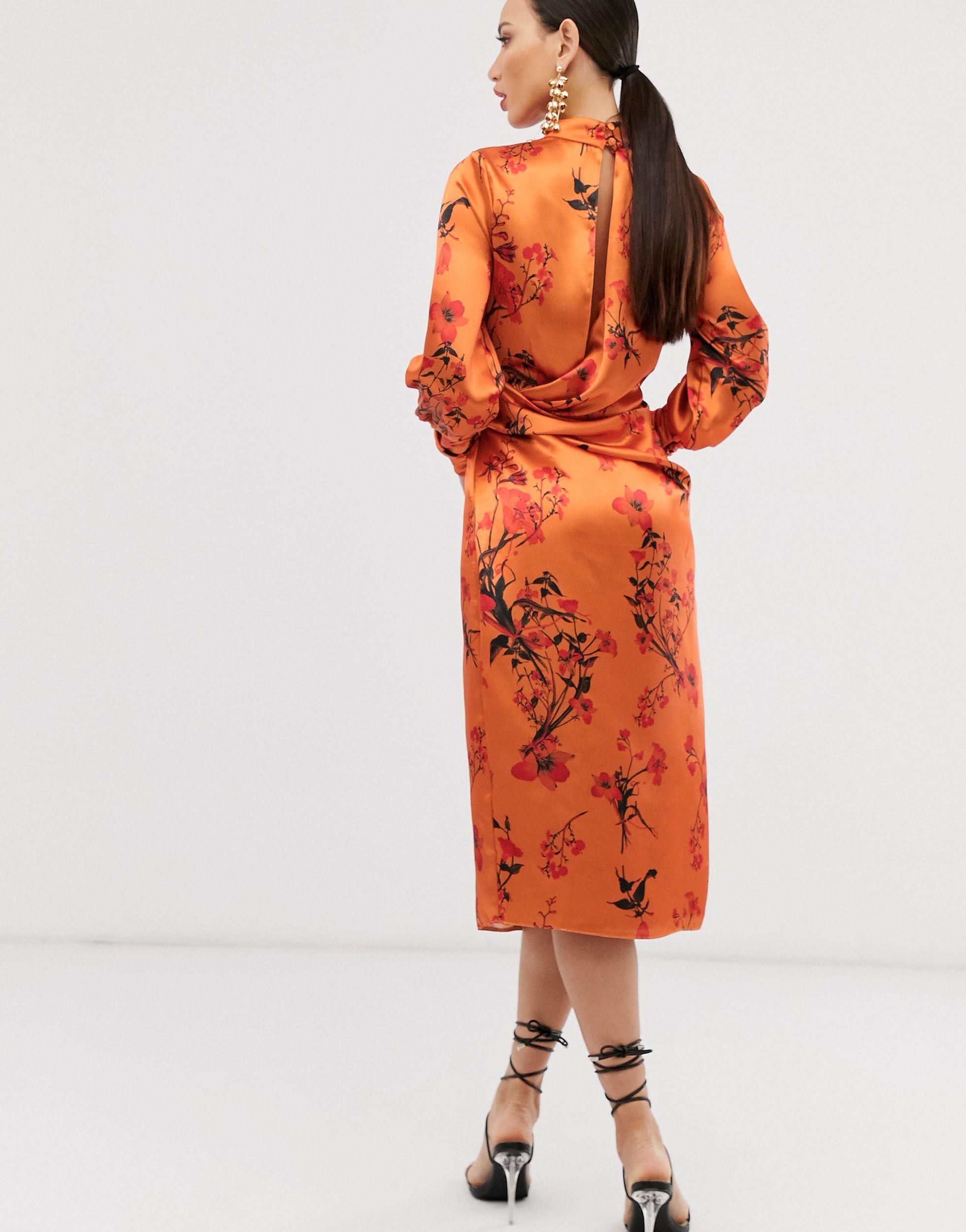ASOS DESIGN Tall - Robe mi-longue en satin à manches longues avec détail drapé et imprimé floral ASOS en coloris Orange